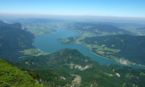 Mondsee, Austria (Author: User:Mediocrity / commons.wikimedia.org / public domain / photo modified by runinternational.eu)