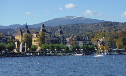 Casinolauf, Velden am Wörther See, Austria - Schloss Velden with Mount Gerlitzen in the background (Copyright © 2015 Hendrik Böttger / runinternational.eu)