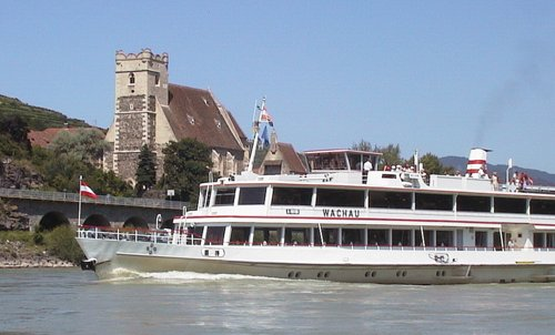 MS Wachau river voyage boat (Author: Ddsg-donau at German Wikipedia / public domain / photo modified by runinternational.eu)
