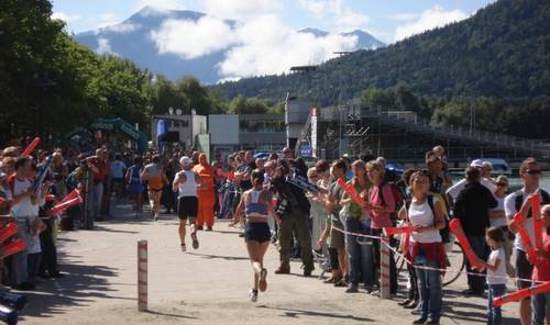 Finish of the Worthersee Half Marathon in Klagenfurt (Copyright 2009 runinternational.eu)