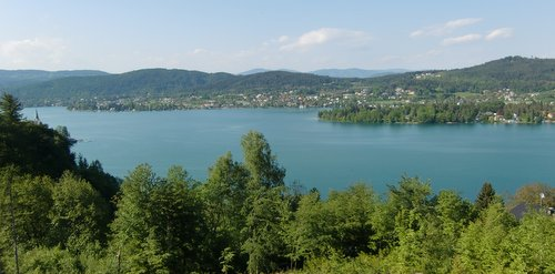 The Wörthersee in Kärnten, Austria, as seen from the hills between Reifnitz and Maria Wörth (Copyright © 2011 Hendrik Böttger / runinternational.eu)