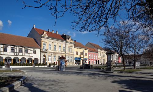 Zrinski trg, the main square of Koprivnica, Croatia (Photo: Copyright © 2020 Hendrik Böttger / runinternational.eu)