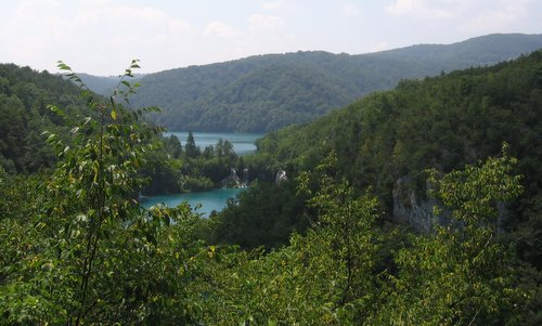 Plitvice Lakes National Park, Croatia -- Author: Julo (assumed)  / commons.wikimedia.org / public domain / photo cropped by runinternational.eu
