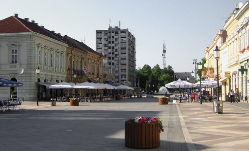 The main square of Slavonski Brod, Croatia (Author: Kopec.office / commons.wikimedia.org / public domain / photo cropped by runinternational.eu)
