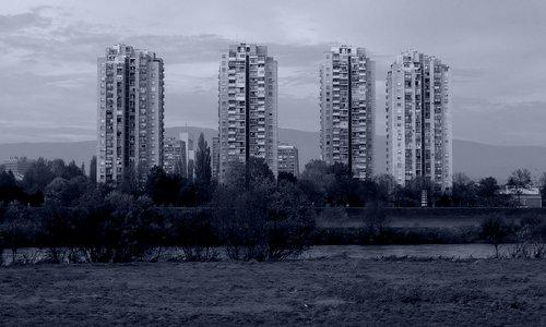 Apartment blocks on the River Sava, Zagreb, Croatia (Copyright © 2014 Hendrik Böttger / runinternational.eu)