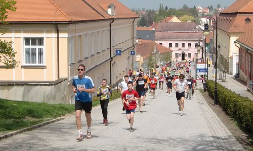 Boskovické Běhy 2013 - uphill to the Chateau of Boskovice (Copyright © 2013 Hendrik Böttger / runinternational.eu)