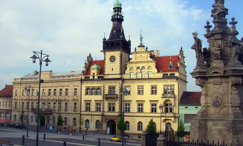 The town hall of Kladno, Czech Republic (Author: Miaow / commons.wikimedia.org / public domain / photo cropped by runinternational.eu)