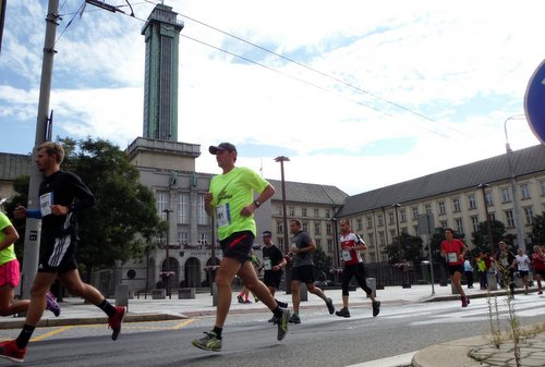 Ostrava Marathon, Czech Republic - runners pass the Nová Radnice (New Town Hall) - Photo: Copyright © 2019 Hendrik Böttger / runinternational.eu