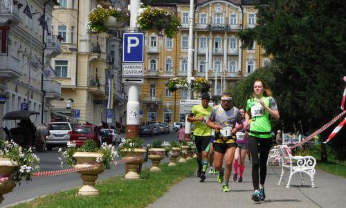 SpaRun - runners at the Grandhotel Pacifik in Mariánské Lázně (Marienbad), Czechia --- Copyright © 2019 Hendrik Böttger / runinternational.eu