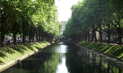 Königsallee, Düsseldorf, Germany (Photo: User ZH2010 / commons.wikimedia.org / public domain / photo modified by runinternational.eu)