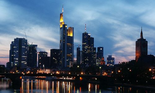 Sunset over Frankfurt am Main, Germany (Author: Suburbia / commons.wikimedia.org / public domain / photo cropped by runinternational.eu)
