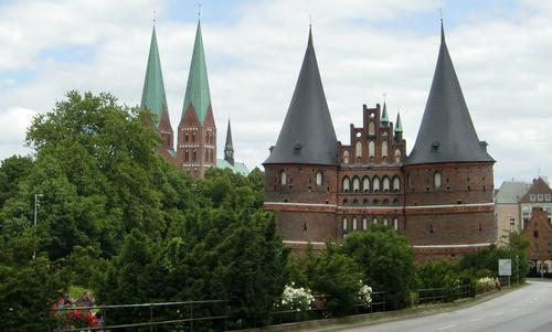 Holstentor and Marienkirche, Lübeck, Germany (Copyright © 2014 Hendrik Böttger / runinternational.eu)