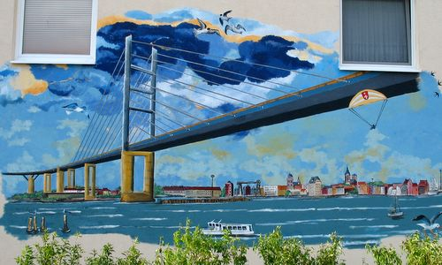 Wallpainting of Stralsund and the Rügenbrücke (Author: Hans Lohan /commons.wikimedia.org/ Public Domain / Photo modified by runinternational.eu)