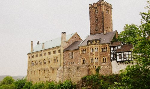 Wartburg, Eisenach, Germany (Author: Ameins at English Wikipedia / public domain / photo modified by runinternational.eu)
