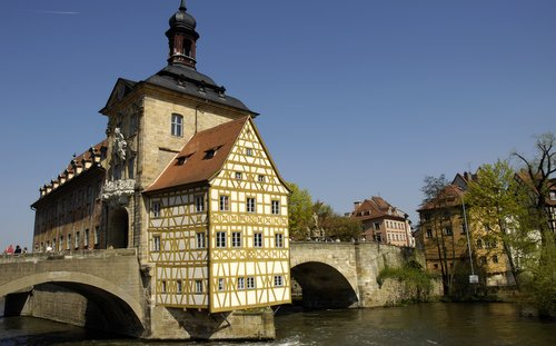 Altes Rathaus, Bamberg, Germany (Author: Varus111 / commons.wikimedia.org / public domain / photo cropped by runinternational.eu)