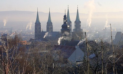 The Bamberger Dom (Bamberg Cathedral) on a frosty day - Author: Johannes Otto Först / commons.wikimedia.org / Public Domain / photo modified by runinternational.eu))