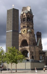 Kaiser-Wilhelm-Gedächtniskirche, Berlin (Author: Shaqspeare / commons.wikimedia.org / public domain / image cropped by runinternational.eu)