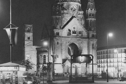 Kaiser-Wilhelm-Gedächtniskirche in Berlin in 1952 (Author: Wschmock / commons.wikimedia.org / public domain / photo modified by runinternational.eu)