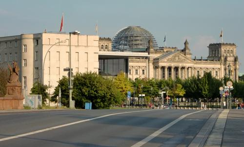 The Reichstag building as seen from Moltke Bridge, Berlin, Germany (Copyright © 2015 Hendrik Böttger / runinternational.eu)