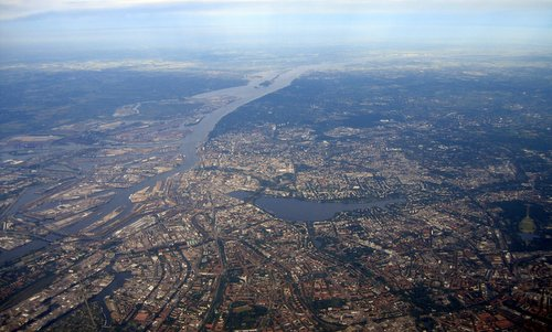 Aerial photo of Hamburg, Germany (Author: Oschti / commons.wikimedia.org / public domain)