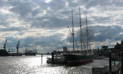 The Rickmer Rickmers museum ship in Hamburg, Germany (Author: Manfred Hartmann at German Wikipedia / public domain / photo cropped by runinternational.eu)