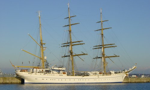The Gorch Fock in Kiel (Author: ProfessorX at German Wikipedia / public domain / photo cropped by runinternational.eu)