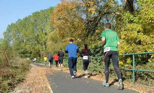 Szaggasd az aszfaltot! - runners on the bikeway between Bagod and Zalalövő in western Hungary (Copyright © 2011 Hendrik Böttger / runinternational.eu)
