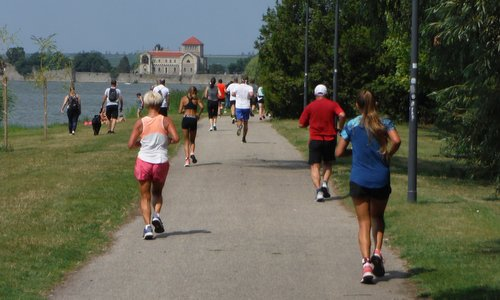 Tatai Minimaraton - runners at the castle of Tata, Hungary (Photo: Copyright © 2019 Hendrik Böttger / runinternational.eu)