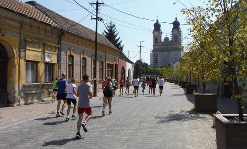 Tatai Minimaraton - runners in the Old Town of Tata, Hungary (Photo: Copyright © 2019 Hendrik Böttger / runinternational.eu)