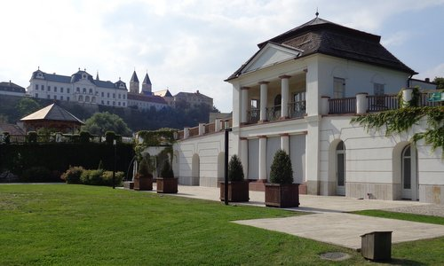 The História kert gardens and the castle in Veszprém, Hungary (Photo: Copyright © 2018 Hendrik Böttger / runinternational.eu)
