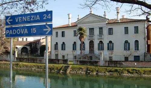 Dolo Italy  city photo : The Brenta Canal in Dolo, Veneto, Italy Copyright © 2012 Hendrik ...