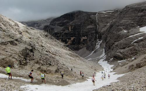 Dolomites Skyrace, Canazei, Italy - downhill run on snow (Copyright © 2012 Hendrik Böttger / runinternational.eu)