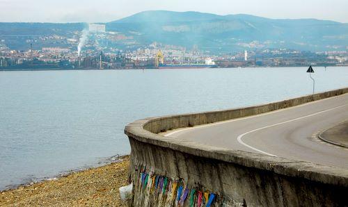 The route of the Euromarathon Koper-Muggia offers fine views of the port of Trieste (Copyright © 2010 Hendrik Böttger / runinternational.eu)