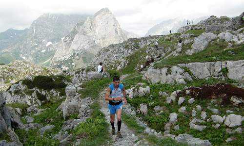 Skyrace Carnia - a skyrunner on Pal Piccolo on the border between Italy and Austria (Copyright © 2015 Hendrik Böttger / runinternational.eu)