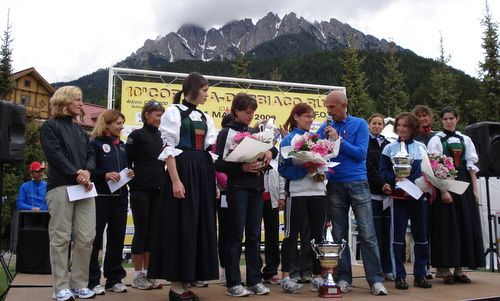 Cortina Dobbiaco Run, award ceremony women (Copyright © 2012 Hendrik Böttger, runinternational.eu)