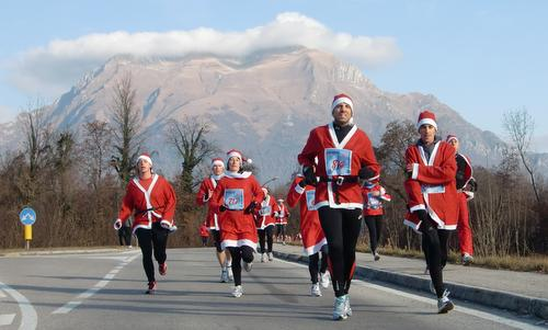 Santa Klaus Running, Belluno, Italy - The route offers fine views of the Dolomites. (Copyright © 2014 Hendrik Böttger / runinternational.eu)