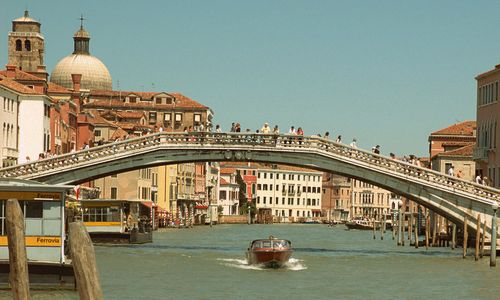 Ponte degli Scalzi, Venice, Italy (Photo: from Wikimedia Commons, Author Ghouston, modified by Run International EU, Public Domain)