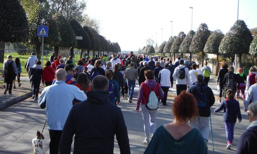 Marcia internazionale per la vita, Aquileia, Italy - walkers on the first mile of the course (Copyright © 2018 Hendrik Böttger / runinternational.eu)
