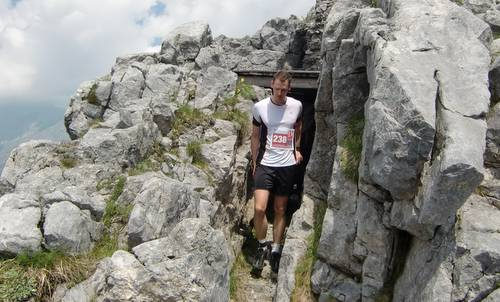Skyrace Carnia 2013 — out of the bunker on Pal Piccolo (Copyright © 2013 Hendrik Böttger / runinternational.eu)