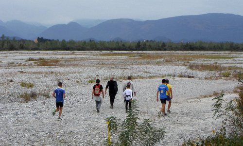 Corse in Grave, San Odorico al Tagliamento, Italy - runners and hikers at the Tagliamento river (Photo: Copyright © 2018 Hendrik Böttger / runinternational.eu)