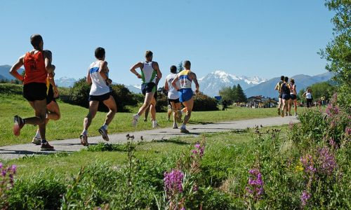 Reschenseelauf - Giro Lago di Resia - runners at the Reschensee in South Tyrol, Italy (Copyright © 2015 Reschenseelauf)