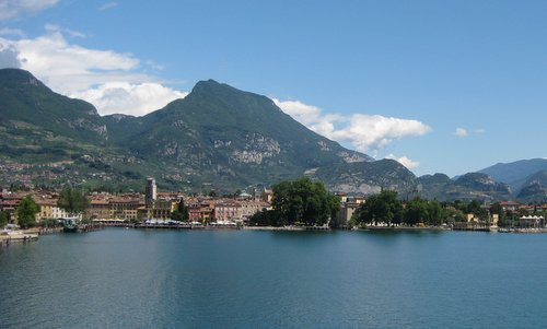 Riva del Garda, Italy (Author: Federico Tarolli / commons.wikimedia.org / public domain / photo cropped by runinternational.eu)