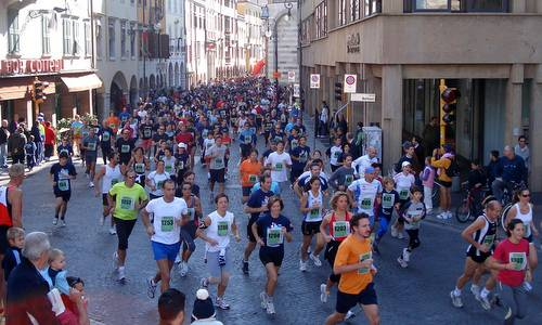 Maratonina di Udine - Udine Half Marathon, Italy - start of the Straudine fun run (Copyright © 2016 Hendrik Böttger / runinternational.eu)