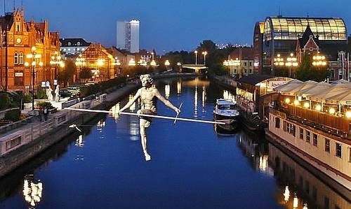 """""""Crossing the River"""", Bydgoszcz, Poland (Photo: from Wikimedia Commons, modified; Author: Pit1233; Public Domain)"""