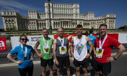 Runners in front of the Palace of Parliament after completing the Bucharest International Half Marathon in Romania (Author: Staff Sgt. Tanner Iskra / commons.wikimedia.org / public domain / photo cropped by runinternational.eu)