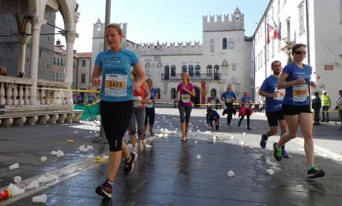 Istrski maraton 2015 - on the main square of Koper, Slovenia (Copyright © 2015 Hendrik Böttger / runinternational.eu)