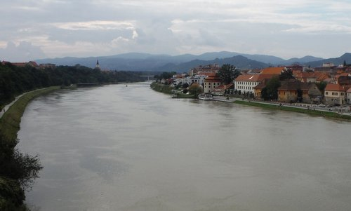 The River Drava in Maribor, Slovenia (Copyright © 2014 Hendrik Böttger / runinternational.eu)