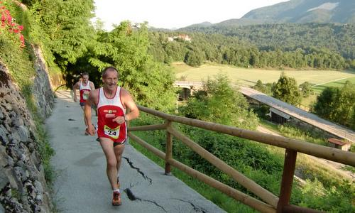 Radol'ška 10ka (Radovljica 10k race), Slovenia — two runners with the Sava Valley in the background (Copyright © 2017 Hendrik Böttger / runinternational.eu)