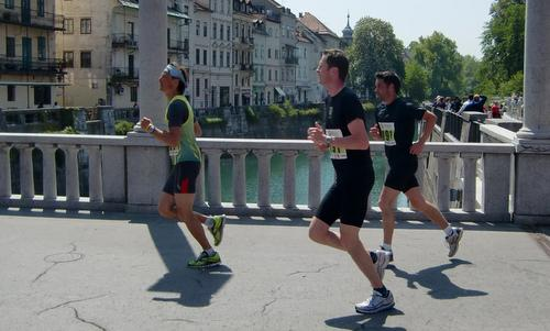 Tek trojk, runners in the Old Town of Ljubljana, Slovenia (Copyright © 2014 Hendrik Böttger / Run International EU)
