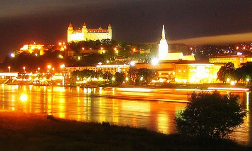 Bratislava at night (Photo: Ondrejk / modified from Wikimedia Commons / Public Domain)